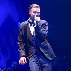 STAGE RIGHT | Justin Timberlake certainly isn't singing the blues Tuesday while performing at London's O2 Arena, the latest stop on his 20/20 Experience world tour.