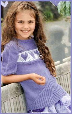 Озорные петельки: Пуловер с сердечками.