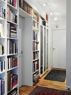 bookshelves around the door. Condo Living, Home And Living, Billy Ikea, English Cottage Interiors, Home Libraries, Moroccan Bedroom, Interior Design Living Room, Creative Bookshelves, Shelving