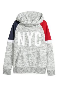 Lightweight sweatshirt with a motif at front. Lined wrap-front hood kangaroo pocket and ribbing at cuffs and hem. Long raglan sleeves with contrasting shoulder sections. Tomboy Outfits, Sport Outfits, Emo Outfits, Cut Up Shirts, Band Shirts, Trendy Hoodies, Rocker Outfit, Hooded Sweatshirts, Sweater