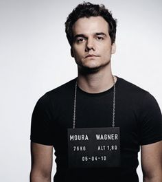Wagner Moura - love his voice..... great actor.