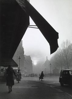 Willy Ronis, Carrefour Sevres-Babylone, 1948.