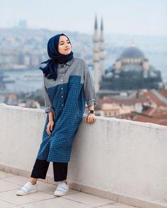 Plaid and Stripped Dress Inspiration for Hijabies – Girls Hijab Style & Hijab Fashion Ideas Modest Dresses, Modest Outfits, Cute Outfits, Modern Hijab Fashion, Modest Fashion, Moslem Fashion, Casual Hijab Outfit, Stripped Dress, Trendy Swimwear