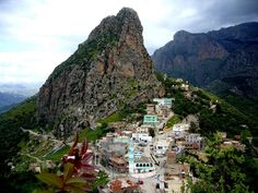 Agouni Gueghrane (ou Aghni Goughrane) - Wilaya de Tizi Ouzou - Kabylie Algérie berbère village montagnes djurdjura