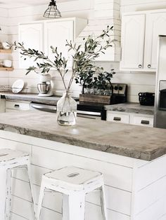 You might or might not be mindful which you can replicate the appearance of concrete kitchen countertops with a concrete underlayment named Ardex Feat. Modern Farmhouse Kitchens, Home Kitchens, Rustic Kitchen, Farmhouse Bedrooms, Farmhouse Sinks, Dream Kitchens, Farmhouse Style, Farmhouse Decor, Diy Concrete Countertops