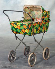 for baby doll Retro Toys, Vintage Toys, Retro Vintage, Retro Futuristic, Masks Art, Old Toys, Vintage Pictures, Kids Furniture, Flower Art