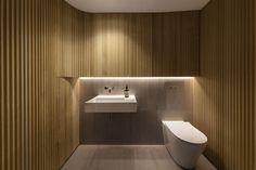 inside co-editor Gillian Serisier takes a look at the sublime exploration of modernism that hallmarks Smart Design Studio's latest apartment. Studios Architecture, Minimal Bathroom, Travertine Tile, White Ceiling, Wet Rooms, Corian, Smart Design, Cladding, Steel Frame