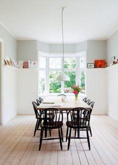 Une salle à manger moderne scandinave