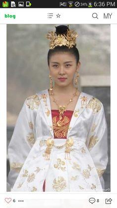 Korean Traditional Dress, Traditional Fashion, Traditional Dresses, Fashion Tv, Fashion History, Asian Fashion, Womens Fashion, Korean Drama Series, Korean Drama