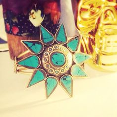 Love the unconventional!Turquoise star cuff, golden skull, wooden candle holder ❤️
