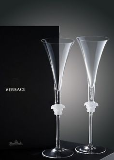 Versace Medusa Lumiere Gb 2 Champagne Flute - Home Collection Versace Furniture, Versace Home, Crystal Glassware, Luxury Homes Dream Houses, In Vino Veritas, Champagne Glasses, Glass Design, Flute, Home Accessories