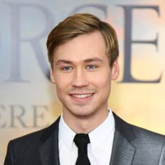 """David Kross Photos - Actor David Kross attends the """"War Horse"""" world premiere at Avery Fisher Hall at Lincoln Center for the Performing Arts on December 2011 in New York City. - """"War Horse"""" World Premiere Beautiful Men, Beautiful People, David Cross, Horse World, Handsome Actors, Double Take, Film Director, Celebs, Celebrities"""