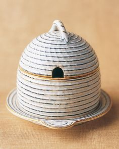 [Wedgewood Hive] < 7 of 15 > Wedgewood Hive In the early century, the English firm Wedgwood produced this stoneware honey pot made to look like a beehive of bound straw; a matching teapot, creamer, and sugar bowl were offered in the same popular pattern Hives And Honey, Honey Bees, Biscuit, Martha Stewart Home, I Love Bees, Bee Do, Bee Skep, Decoupage, Pots
