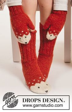 """Miss Fox / DROPS Extra - Set consists of: Knitted DROPS mittens, hat and socks with fox pattern in """"Alpaca"""". Design dansk Miss Fox Mittens pattern by DROPS design Fox Pattern, Mittens Pattern, Knit Mittens, Knitted Gloves, Knitting Socks, Knit Socks, Knitting Patterns Free, Free Knitting, Baby Knitting"""