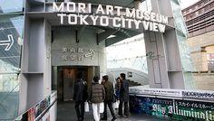 【東京魅力】森美術館  森美術館以現代藝為展覽主題,除了世界的藝術家作品外,也積極的發掘與支援亞洲地區的年輕新進設計者,展出內容十分前衛且充滿原創力,舉凡時裝、建築、設計、攝影、影像、等各種形式的展覽都會在這個當代美術館中出現。  森美術館就位在森大樓頂層的森藝術中心53樓,使六本木 Hill's 成為巨大文化都心,藝術的表達與傳遞也在這個菁英城市中更為效率化與精緻化。美籍建築家 Richard Gluckmanh 採用玻璃、砂石與超輕量鋼材,在這距離東京天際最近的森大樓頂層營造出現代藝術空間。  資料來源:http://tokyo.pktravel.com.tw/index.asp