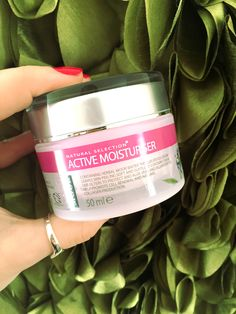 The Active Moisturiser is a fantastic cream to wear throughout the day and also, right before bed. It penetrates into the skin stimulating the immune system and increasing blood circulation helping to reduce the visible signs of aging. We also love the fact it soaks into the skin meaning you can still apply your make up each morning without the fear of having to reapply it by mid morning!
