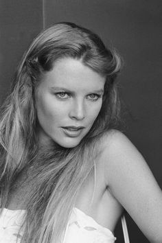Kim Basinger Fifty Shades Of Grey Sequel - Opposite Jamie Dornan Kim Basinger, Hollywood Celebrities, Hollywood Actresses, Breck Shampoo, Vogue, Oscar Winners, Sexy Poses, Christian Grey, Female Portrait