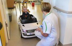 Kinderen rijden met de auto naar onderzoek in AZ Turnhout (Turnhout)