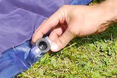Kaum zu fassen, dass es nicht jeder so macht: Luftmatratzen aufblasen mit Hilfe einer Plastiktüte.