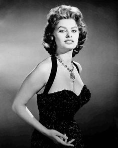 Sultry Sophia Loren glamour pose 1956 print from by friendsoutpost Old Hollywood Actresses, Old Hollywood Glamour, Vintage Glamour, Hollywood Celebrities, Classic Hollywood, Hollywood Jewelry, Hollywood Style, Vintage Hollywood, Hollywood Images