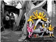 This photo gallery from photographer Himadri Shekhar Chakrabarti shows how clay idols of goddess Durga are made before the Hindu festival of Durga Puja. Indian Goddess, Durga Goddess, Durga Puja Kolkata, Bengali Art, Hindu Festivals, Angel Art, Photo Galleries, Idol, Lion Sculpture