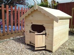 £149.99 Quality Dog Kennel for Large Dog with Lockable Saloon Doors