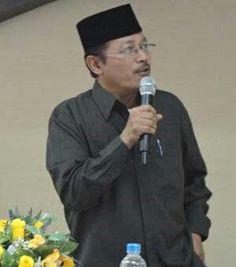 KH Prof. Ahmad Zahro. Imam besar masjid al Akbar Surabaya.