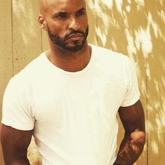 ❤️ Gorgeous Black Men, Beautiful Boys, Hot Black Guys, Hot Guys, Ricky Whittle The 100, The 100 Characters, Lincoln And Octavia, The 100 Show, Beard Game