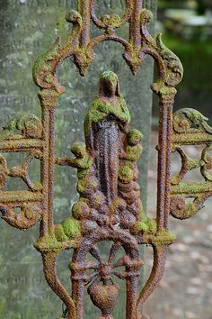 Beautiful patina w/ moss and rust. Rust Never Sleeps, Rust In Peace, Ange Demon, Cemetery Art, Rusty Metal, Religious Art, Our Lady, Wrought Iron, Old Things