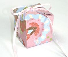 Petal box--fits one cupcake! Print on 2 sheets of 8.5 x 11 or 11 x 17