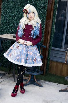 Matching your hair with your coord instead of using other accessories in blue/white, I found this interesting and creative.