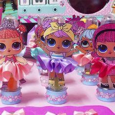 Pedidos por Whats 11 953424389 Tubete com saia luxo LOL Surprise 6th Birthday Parties, 8th Birthday, Doll Birthday Cake, Surprise Party Invitations, Jojo Siwa Birthday, Doll Party, Lol Dolls, Party Centerpieces, Birthday Photos