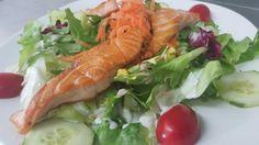 Salata con salmone
