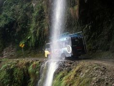 North Yungas Road Bolivia - the death road Bolivia, Yungas Road, Guide Tv, Places To Travel, Places To Visit, Mtb Trails, Dangerous Roads, Nature Sauvage, In Harm's Way