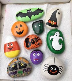 Painted rocks kids - 60 Fantastic Rock Painting Ideas For Kids – Painted rocks kids Rock Painting Patterns, Rock Painting Ideas Easy, Rock Painting Designs, Painting For Kids, Autumn Painting, Halloween Rocks, Halloween Tags, Halloween Crafts For Kids, Easy Halloween
