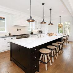 Grand kitchen island