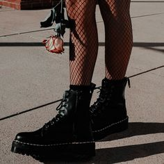 Black Patent Leather Ankle Boots For Women White Lace Up Platform Boots Women Winter Warm Plush Women Boots Street Style Shoes Dr. Martens, Doc Martens Stiefel, Red Doc Martens, Doc Martens Boots, Doc Martens Outfit, Style Grunge, Grunge Look, Soft Grunge, Neo Grunge