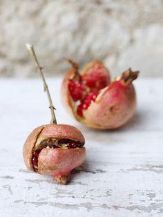 { pomegranates }