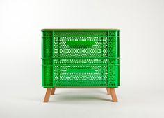 Muebles con contenedores plásticos, diseño y reutilización - Ebom   Ebom