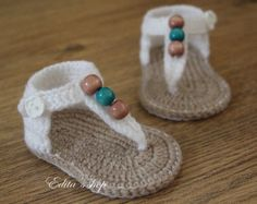 Crochet baby sandals, baby gladiator sandals, baby booties, baby shoes, White and tan with wooden beads, READY TO SHIP, size 3-6 months