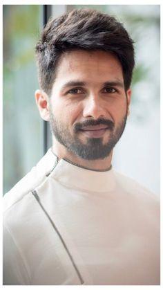 Kurta Designs For Men Indian Weddings Style Kurta Pajama Men, Kurta Men, Medium Beard Styles, Hair And Beard Styles, Indian Men Fashion, Mens Fashion Wear, Style Fashion, Shahid Kapoor, Designer Kurtis