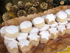 La receta de hoy es tan típica y tradicional en las mesas navideñas que no necesita presentación. Ya sean comprados o caseros, en cualquier bandeja de dulces, en estos días no pueden faltar los nev...