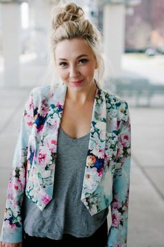 Little Mistress Floral Blazer - Floral Print Blazer - Little Mistress I Love Fashion, New York Fashion, Passion For Fashion, Fashion Beauty, Floral Blazer, Floral Jacket, Inspiration Mode, Blazer Outfits, Spring Summer Fashion