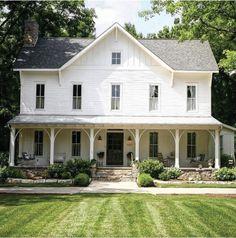 White Farmhouse Exterior, Modern Farmhouse Plans, Farmhouse Design, Rustic Farmhouse, Cottage Exterior, Urban Farmhouse, Farmhouse Front, Industrial Farmhouse, Homestead House
