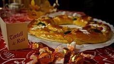 Galette des Rois: une galette de pâte feuilletée, simplement dorée au four, qu'on mange accompagnée de confitures; elle peut également être fourrée avec diverses préparations: frangipane, fruits, crèmes, chocolat…  ROGER BOSCH MATEO