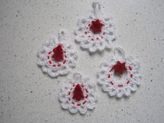 CHALKY'S WORLD: A quick and pretty crochet garland.