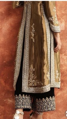 Simple Pakistani Dresses, Pakistani Bridal Dresses, Pakistani Dress Design, Pakistani Outfits, Indian Dresses, Stylish Dress Designs, Stylish Dresses, Simple Dresses, Fashion Dresses