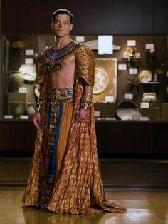 Rami Malek in Night at the Museum (Ancient Egypt) Ancient Egyptian Clothing, Egyptian Fashion, Ancient Egypt Fashion, Egyptian Costume, Night At The Museum, Rami Malek, Hollywood Fashion, Attractive People, Costume Design