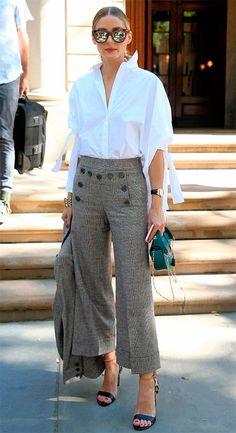 Street style look com camisa e calça culotte.