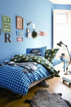 boys room//blue..